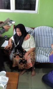 Inilah ibu Che Musa Ismail yang mengidap kencing manis, buah pinggang dan darah tinggi sejak 25 tahun dahulu yang mengalami luka di bahu dan kakinya yang telah sembuh sehingga ini 90% (1/4/2015). Beliau mula dirawat menggunakan Jus Delima Bio Emas mulai 21/2/2015 dengan sejumlah 4 botol x 750ml.